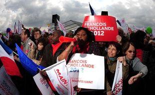 Des supporters de François Hollande à Vincennes, le 14 avril 2012.