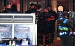 De concert, joueurs turcs et parisiens ont pris la décision de ne pas revenir sur la pelouse mardi soir.