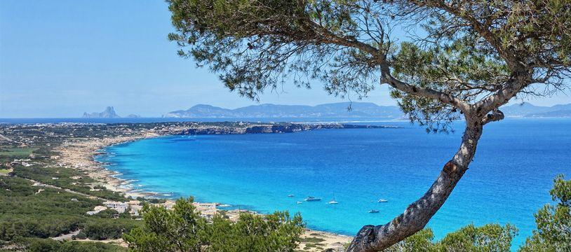 La verdoyante Formentera égraine son chapelet de plages et de criques face à des eaux aux nuances tropicales.