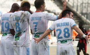 Les Olympiens forment un mur contre l'OGC Nice, le 11 novembre 2012 à Marseille.