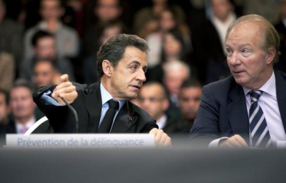 Nicolas Sarkozy est visé lundi par une première plainte depuis la fin de son immunité présidentielle, six familles de victimes de l'attentat de Karachi lui reprochant d'avoir violé le secret de l'enquête lors de la diffusion d'un communiqué par l'Elysée sur cette affaire. – Lionel Bonaventure afp.com