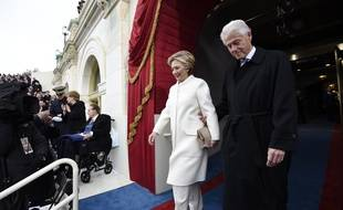 Former US President Bill Clinton and First Lady Hillary Clinton arrive for the Presidential Inauguration of Donald Trump at the US Capitol in Washington, DC, January 20, 2017. / AFP PHOTO / POOL / SAUL LOEB