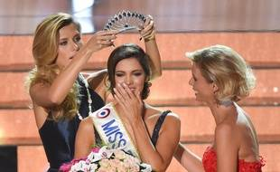La Nordiste Iris Mittenaere est Miss France 2016PHILIPPE HUGUEN / AFP / PHILIPPE HUGUEN