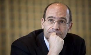 """Le gouvernement """"s'opposera à l'assemblée générale au versement de ce parachute doré"""", a affirmé Luc Chatel, son porte-parole tandis que le ministre du Budget, Eric Woerth a demandé à M. Morin de renoncer à son indemnité."""