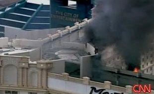 Vue aérienne de l'hôtel Monte Carlo de Las Vegas dans lequel un incendie s'est déclaré vendredi 25 janvier 2008