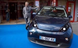 Testée à grande échelle depuis dix-huit mois grâce au système d'autopartage Autolib' en région parisienne, la voiture électrique Bluecar du groupe Bolloré est désormais disponible à la vente dans toute la France.