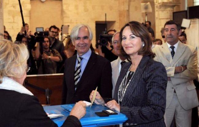 Ségolène Royal vote à La Rochelle, le 17 juin 2012.