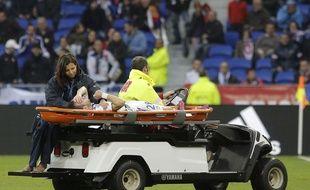 Mathieu Valbuena a été remplacé sur une civière ce samedi, seulement sept minutes après son entrée en jeu.
