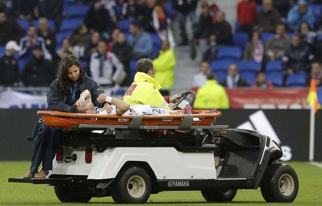 Lyon-Guingamp: Mathieu Valbuena a vraiment la poisse, les supporters de l'OL sont sans pitié