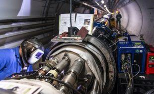 Travaux dans le tunnel du LHC, avril 2014.