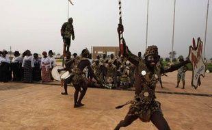 """La secrétaire d'Etat américaine Hillary Clinton a affirmé mardi à Lomé que les Etats-Unis seront """"un bon partenaire"""" du Togo dans la construction de la démocratie, à l'issue d'une rencontre avec le président Faure Gnassingbé."""