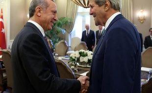 Le président turc Recep Tayyip Erdogan et le Secrétaire d'Etat américain John Kerry le 12 septembre 2014 à Ankara