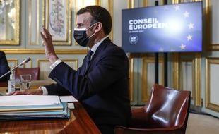 Emmanuel Macron, ici le 25 mars à l'Elysée, ne regrette pas de n'avoir pas confiné fin janvier.