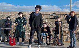 Ben Carolan, Conor Hamilton, Ferdia Walsh-Peelo, Karl Rice, Mark McKenna dans Sing Street de John Carney