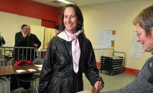 Ségolène Royal, présidente de la région Poitou-Charente, vote à Melle. Retrouvez toute l'actualité de ce premier tour des municipales dans notre live.
