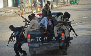 Des officiers de la police gouvernementale à Mogadiscio en Somalie, le 22 janvier 2015