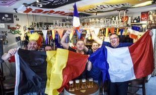 Des supporters belges et français se préparent avant le match France-Belgique du 10 juillet 2018.
