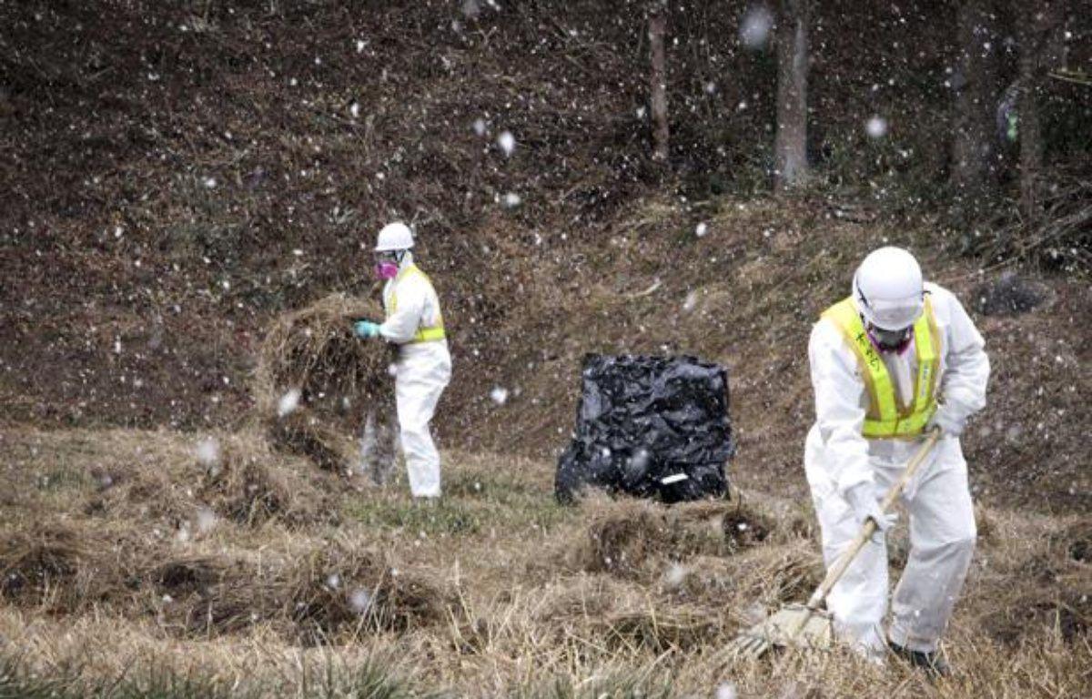 Opération de décontamination à Iitate, dans la préfecture de Fukushima, au Japon, le 6 janvier 2012. – Hitoro Sekiguchi/NBC/AP/SIPA