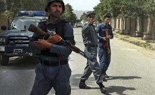 Des soldats bloquent l'accès au ministère de la Réhabilitation rurale, le 11 juin 2018 à Kaboul.