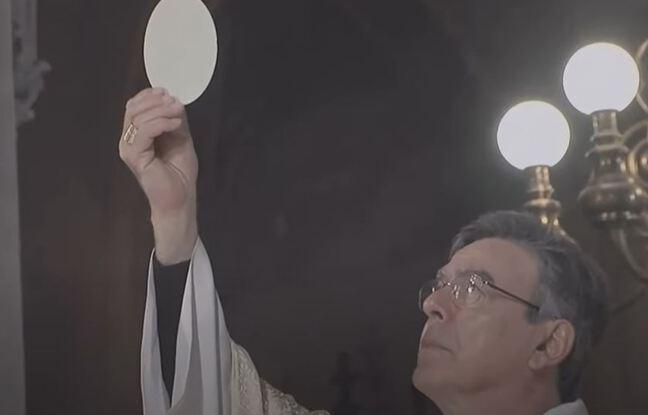 Paris, le 3 avril 2021. L'archevêque de Paris, Michel Aupetit, apparaît sans masque alors qu'il célèbre une messe à l'occasion des fêtes de Pâques.