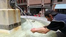 A la fontaine de la place de la Trinité, le 26 juin 2019, à Toulouse.