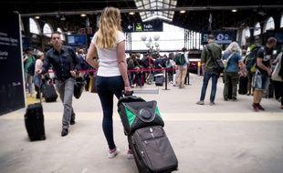 Le transport se fait via ce sac noir et vert
