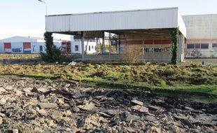 Le parking du site où se tenaient les rave parties a été détruit.