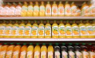 Les jus d'orange. Illustration des rayonnages et lineaires d'un supermarche. FRANCE -2005.
