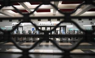 Une station de métro fermée à Paris, le 5 décembre 2019, jour de grève.