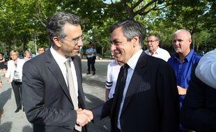 Dominique Reynié (à gauche), tête de liste LR pour les élections régionales en Languedoc-Roussillon/Midi-Pyrénées, au côté de François Fillon lors d'un meeting à Saint-Gély-du-Fesc (Hérault), le 25 juin 2015.