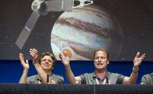 Scott Bolton et Rick Nybakken, responsables de la mission Juno au la mission au Jet Propulsion Laboratory de la Nasa à Pasadena en Californie.