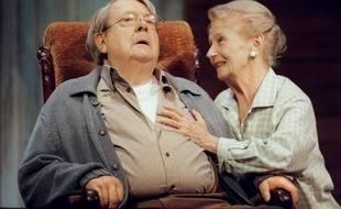 L'actrice Simone Valère, dont le nom reste lié à celui de Jean Desailly, son partenaire à la ville comme à la scène mort en juin 2008, est décédée jeudi à Roinville-sous-Dourdan (Essonne) à l'âge de 89 ans, a annoncé sa famille