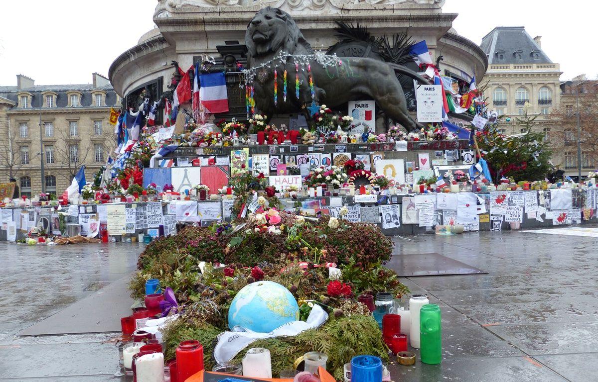La place de la République quelques jours avant les commémoration – R.LESCURIEUX