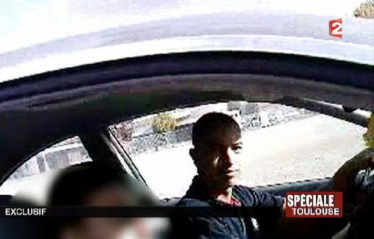 """L'avocate algérienne du père de Mohamed Merah, auteur de sept meurtres en France, a déclaré dimanche qu'elle allait remettre des vidéos qui auraient été filmées par le jeune homme et d'autres preuves en sa possession à la justice française """"dans les plus brefs délais"""". –  afp.com"""