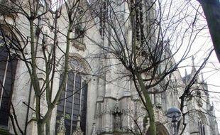 Des sans-papiers en grève de la faim qui occupaient depuis vendredi en fin d'après-midi une église du centre de Lille ont été évacués dans le calme par la police durant la soirée, a indiqué la préfecture.