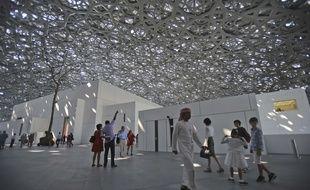 Des visiteurs du Louvre Abu Dhabi, le 11 novembre 2017. AP Photo/Kamran Jebreili