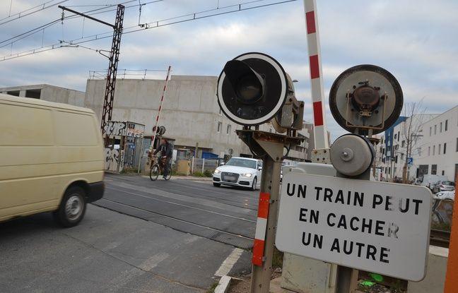 Nord: Un TGV percute une camionnette à un passage à niveau