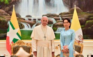 Le pape François a rencontré la dirigeante birmane Aung San Suu Kyi