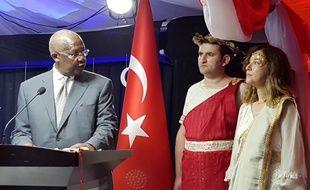 L'ambassadrice turque en Ouganda, déguisée en Hélène de Troie à l'occasion de la fête nationale turque, le 29 octobre 2018.