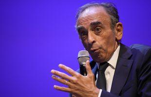 Eric Zemmour prend la parole lors d'une tournée de promotion son dernier livre, le 17 septembre 2021, à Toulon.