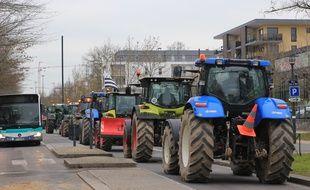 Les tracteurs quittent la préfecture Beauregard à Rennes.
