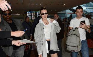 La top Bella Hadid à son arrivée à l'aéroport de Nice cette année