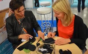 Notre rédactrice en mode DIY se lance dans la fabrication d'une éponge avec des chaussettes.