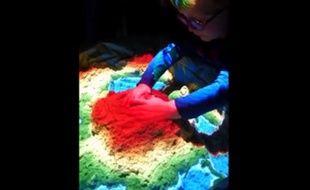 Capture d'une vidéo d'un bac à sable connecté postée sur Facebook par Thomas Wolf