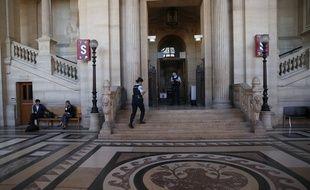 Huit personnes, dont six femmes, sont jugées depuis lundi, pour deux tentatives d'attentats à Notre-Dame et à Boussy-Saint-Antoine.