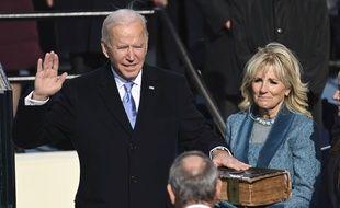 Joe Biden prête serment sur les marches du Capitole, à Washington, le 20 janvier 2021.