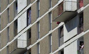 La rénovation des cités des quartiers Nord de Marseille, poches de pauvreté et parfois de violence souvent coincées entre autoroutes et noyaux villageois, constitue un immense défi pour les pouvoirs publics, la jugeant prioritaire.