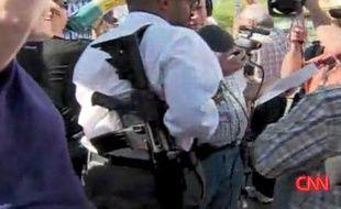 Un homme armé d'un fusil d'assaut au meeting sur le système de santé d'Obama le 18 août 2009.