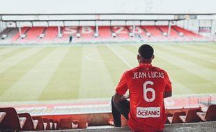 Le milieu de terrain de l'Olympique Lyonnais Jean Lucas a été prêté pour six mois au Stade Brestois.