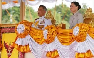 Le roi de Thaïlande Rama X et la reine Suthida lors d'une cérémonie officielle en mai 2019.